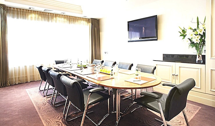 Frank Barnwell Suite **Frank Barnwell Suite at The Bristol Hotel is a state-of-the-art meeting room hire in Bristol.**  The Meetings & Events Centre at The Bristol hotel is one of the South West's leading business facilities.   Located adjacent to the hotel, it has a separate entrance and its own lobby/lounge area and private bar.   All the hotel's nine meeting rooms offer smart décor and the latest technology including flat screen TVs and integral projectors.   Further benefits include complimentary WiFi, on-site parking and the support of our highly experienced events team, who are on hand to ensure that doing business at The Bristol hotel is always a pleasure.