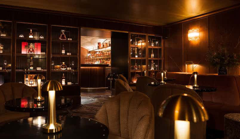 Main Bar, 9 Below