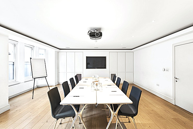 Private Meeting/Seminar/Training room **Seminars@38 was established within 38 Devonshire Street in 2010 as a centre of excellence for continuing professional development.**   In addition to the courses they run, the stylish, well-equipped seminar room is available for private hire. It is perfectly suited to private board meetings, business seminars, product launches, hands-on courses, team training, networking and many other events.  The Space is flexible and suited to meetings of 8-30 people depending on layout and purpose. It can be hired during the week for small events and during the evening or on the weekends to accommodate events for larger numbers. The venue can be hired for any period from a couple of hours to several days. Catering can be arranged to suit all budgets.  If you have a specific idea for an event, please contact Rachel Barrow who would be delighted to discuss your needs with a view to making your thoughts a reality.