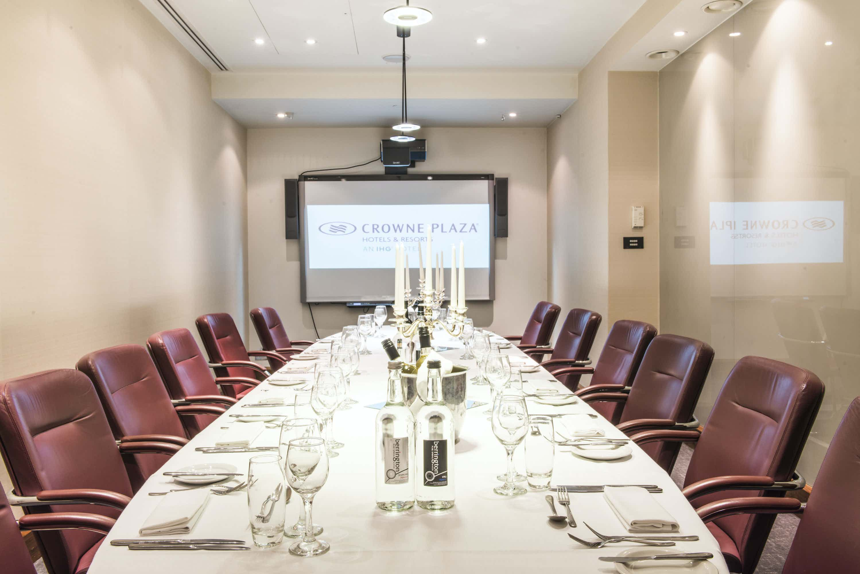 Executive Boardroom, Crowne Plaza London - The City