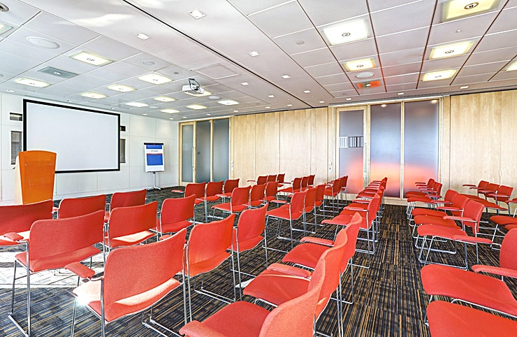 Room 7 **Room 7 at CCT Venues Plus-Bank Street is a flexible events venue available to hire in Canary Wharf.**  Just a minute's walk from Canary Wharf tube station, this stunning venue at 40 Bank Street of