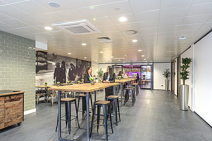 Sugar Lounge **The Sugar Lounge is a versatile Space perfect for your next exhibition, conference or smaller meeting.**  This stylish Space is conveniently located close to central Canary Wharf, making it easily accessible to your Guests.