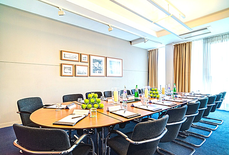Vancouver **Vancouver at Apex City Quay Hotel & Spa is a modern meeting room available to hire in Dundee.**  The Apex City Quay Hotel & Spa is frequently rated number one in Dundee by Guests on TripAdvisor an