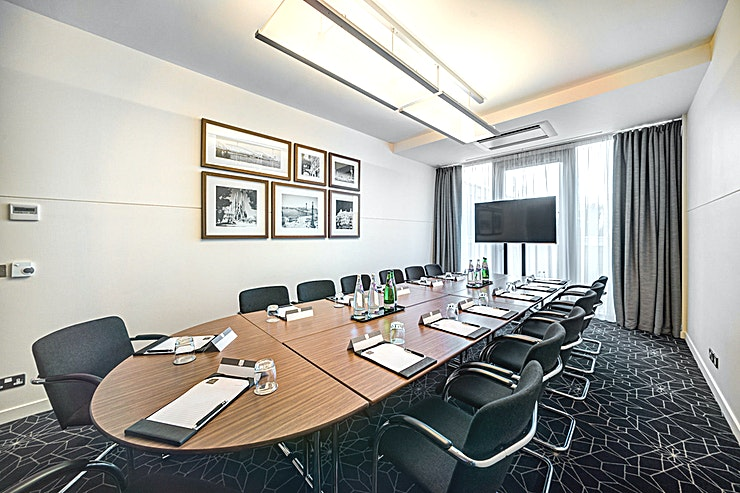 Barcelona **Barcelona at Apex City Quay Hotel & Spa is a modern meeting room available to hire in Dundee.**  The Apex City Quay Hotel & Spa is frequently rated number one in Dundee by Guests on TripAdvisor an