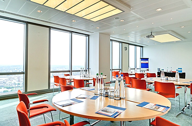 Room 3 **Room 3 at CCT Venues Plus-Bank Street is a versatile, multi-functional meeting room with state-of-the-art facilities.**  Just a minute's walk from Canary Wharf tube station, this stunning venue at 40 Bank Street offers events space that makes an impact for all the right reasons.   On the upper floors of this pristine 32-storey office complex, we have 26 flexible meeting rooms with floor-to-ceiling windows that boast breath-taking views across London.