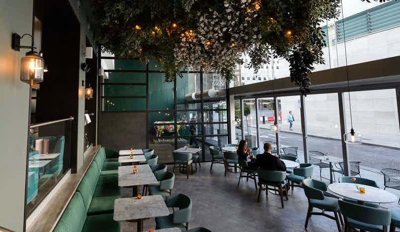Full Restaurant & Bar, Apex City of London Hotel