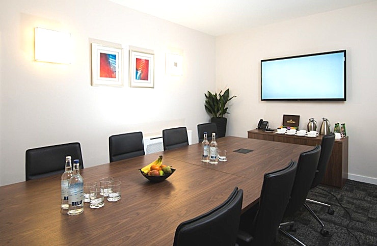 Bonn **Located in the heart of London, 42 Brook Street is the ideal venue for a private meeting in London.**  42 Brook Street is a prestigious serviced office address in the heart of bustling Mayfair and convenient to Green Park, Oxford Circus and Bond Street underground stations.  Accommodation is arranged over six floors, providing a wide range of impeccable, fully furnished offices, a contemporary reception, customer lounge and meeting rooms.  The venue has five fully-equipped meeting rooms with Bonn able to accommodate 8 guests.