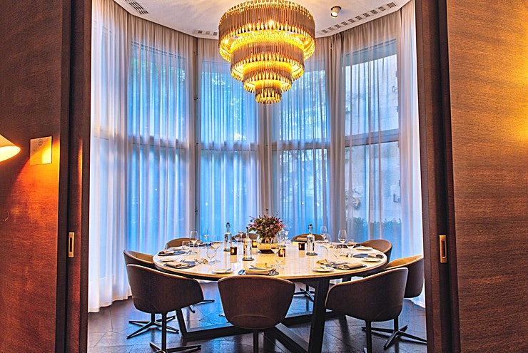Ground Round **Ground Round at 12 Hay Hill is an exclusive private dining room to hire in Mayfair.**  12 Hay Hill is an exclusive Private Members Club based in the heart of Mayfair; set over six storeys and with