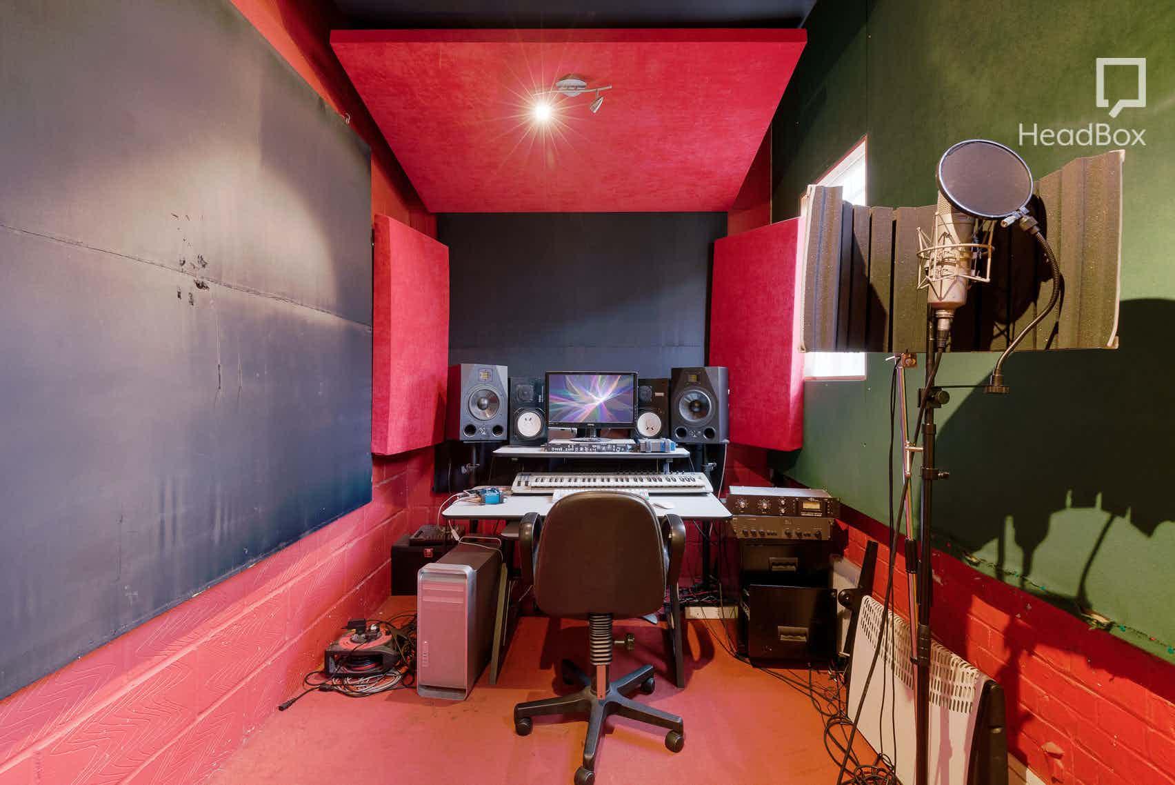 Red Room, MI7 Studios