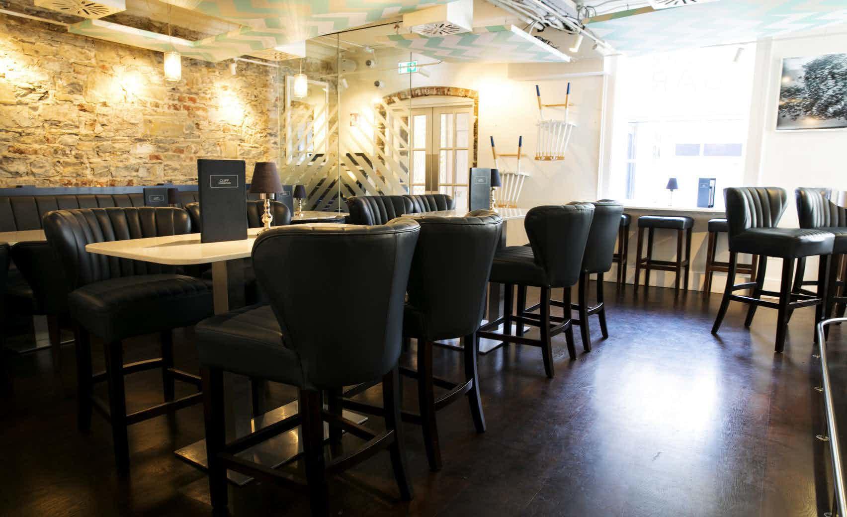 Urchin Bar, Cliff Townhouse