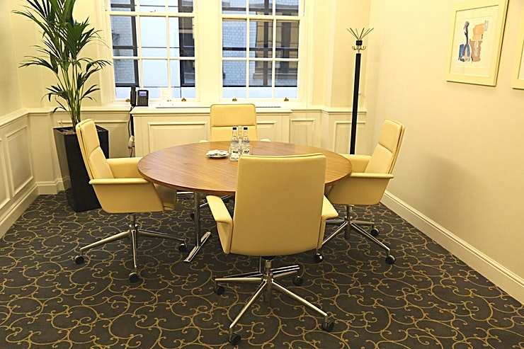 Jones Room **Jones Room at 148 Leadenhall Street is a multi-functional, state-of-the-art meeting room for hire in City of London.**  148 Leadenhall Street is situated directly opposite the world-famous Lloyd's