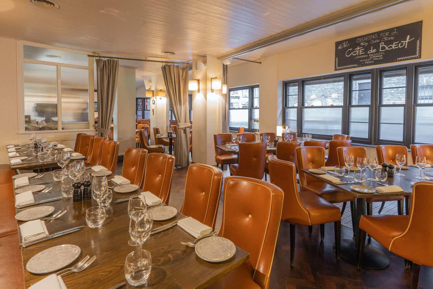 Private Dining Area, Pichet