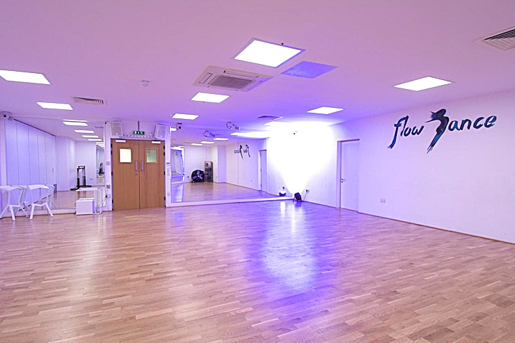 Studio 2 **Studio 2 at Flow Dance is a top of the range, multi-functional studio for hire.**  Located in central London and offering world-class facilities, Flow Dance London is now available for your music