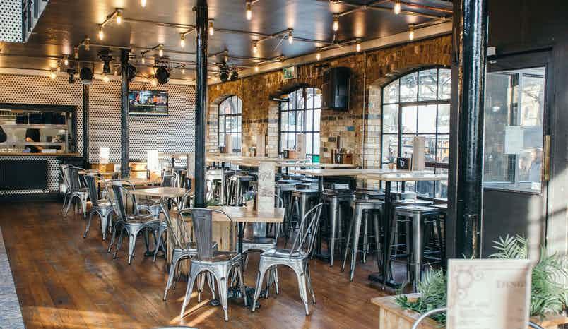 Terrace/Pub, Dingwalls