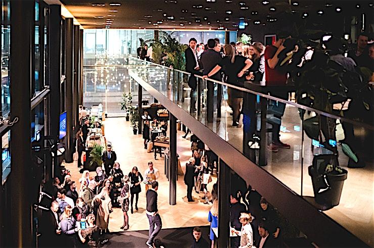 Loft **De Loft in Theater Amsterdam is een unieke feestlocatie te huur in de Nederlandse hoofdstad.**   Van een grote presentatie in het theater tot een awardshow in onze nieuwe 1200 m² Blackbox, alles kan worden ingevuld op basis van uw wensen.    Het theater is gevestigd in een opkomende wijk in de westelijke Houthavens van Amsterdam. Met zijn hoge glazen pui combineert het gebouw een outdoor met een indoor gevoel.    The Black Box van 1200 m² ligt direct aan het theater, en kan worden ingericht op basis van uw specifieke wensen. Deze Black Box kan worden omgezet in een high-end dining room, sponsor markt, festivalterrein, beursvloer of concertzaal. Van een sit-down diner met 600 gasten tot een dansfeest met 2.000 gasten.    Denk je in: een plenaire vergadering in de theaterzaal, het doek wordt geopend en gasten vergapen zich aan de ruimte die volledig is ingericht naar uw wensen. Dit wordt gegarandeerd de X-factor van de avond.