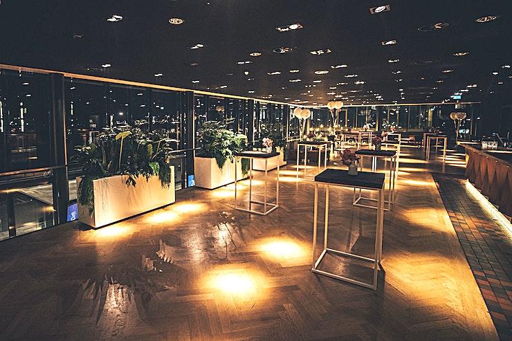 Foyer & Loft **De Foyer & Loft in Theater Amsterdam zijn één van de beste evenementenlocaties die Amsterdam te bieden heeft.**   Van een grote presentatie in het theater tot een awardshow in onze nieuwe 1200