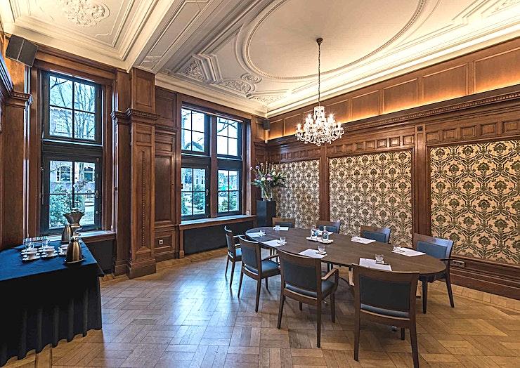 Regentenkamer **The Governor's Room bij het KIT is een kleine, state-of-the-art vergaderruimte te huur in Amsterdam.**  KIT Koninklijk Instituut voor de Tropen is een onafhankelijk expertisecentrum gewijd aan o