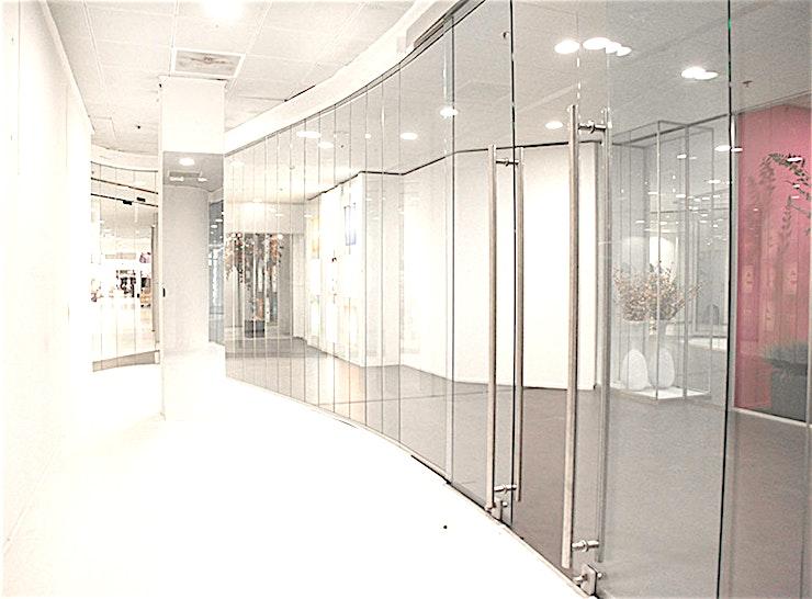 SHOWROOM 1.00.11 **De Showrooms in het World Fashion Centre zijn perfect voor uw volgende conferentie of workshop.**   Het World Fashion Centre is een inspirerende omgeving en staat bekend als dé ontmoetingsplek vo