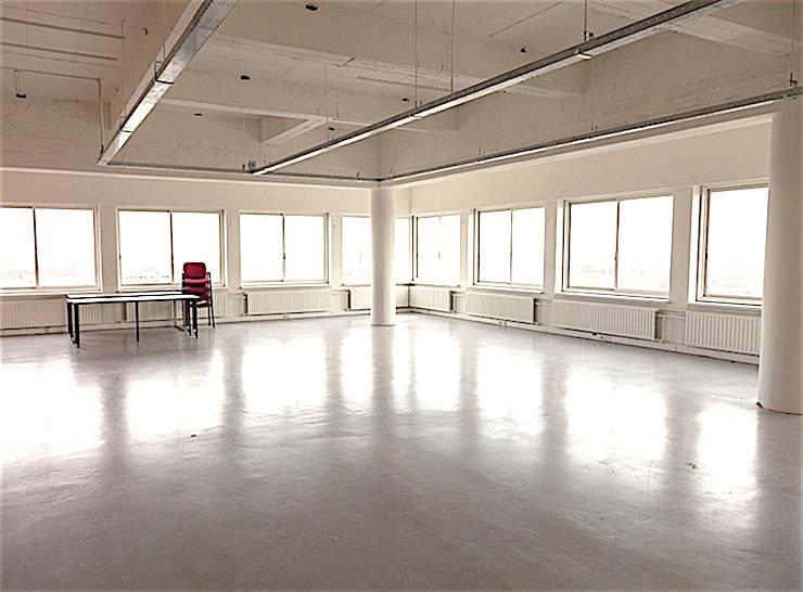 SHOWROOM 01.12.5 **Behoefte aan een werkplaats of productieruimte? Boek één van World Fashion Center's vele showrooms.**   Het World Fashion Centre is een inspirerende omgeving en staat bekend als dé ontmoetingsple