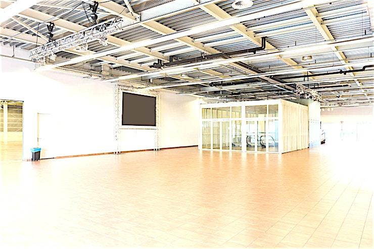 Centre Hall **De Centre Hall in het World Fashion Centre is de ideale ruimte voor een creatieve workshop of uw volgende productie.**   Het World Fashion Centre is een inspirerende omgeving en staat bekend als