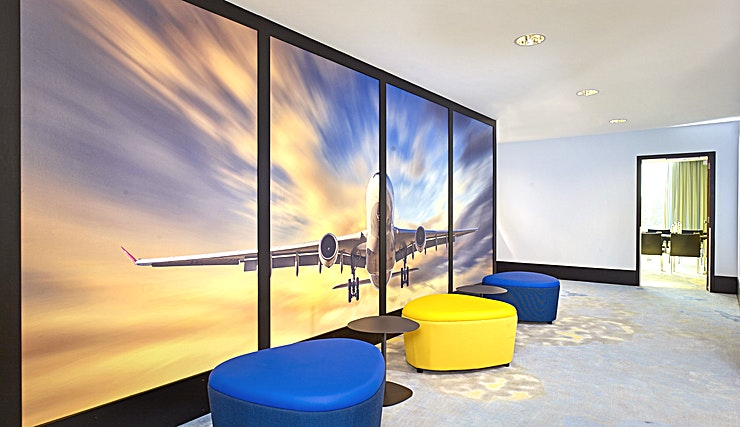 Sky Meeting Rooms Amsterdam is a lovely canal-side city known for its rich history and development of its tolerant society. The bustling centre offers a mixture of cultural heritage and modern flair. Enjoy the cosiness