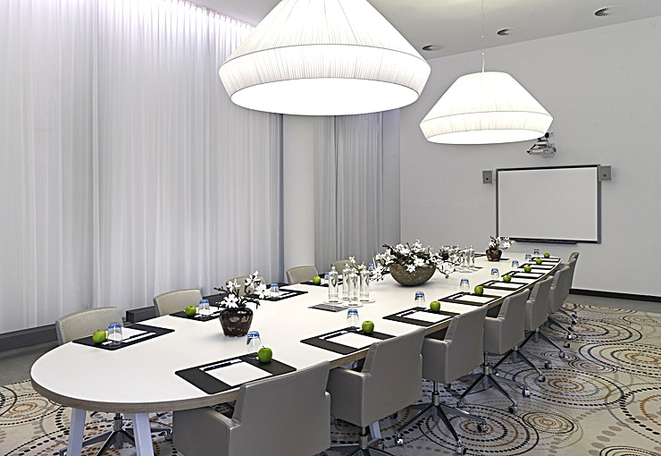 Executive Boardroom Amsterdam is a lovely canal-side city known for its rich history and development of its tolerant society. The bustling centre offers a mixture of cultural heritage and modern flair. Enjoy the cosiness