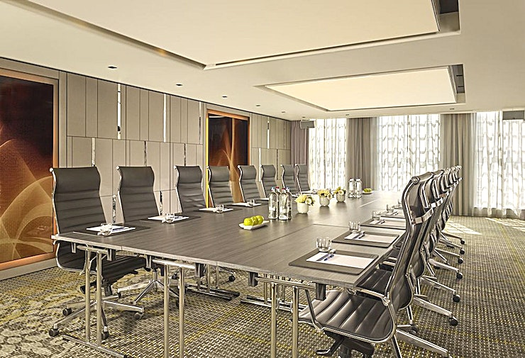 Plaza Suite Located in the heart of Amsterdam's city centre, the hotel offers meeting rooms equipped with high tech facilities. The meeting rooms consist of a high quality sound system, Samsung LED LCD displays o
