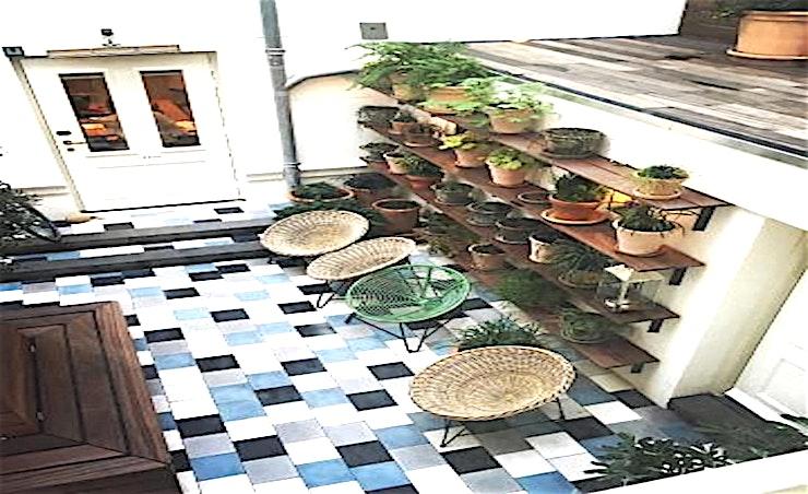 The Courtyard **De Courtyard van de Hoxton Amsterdam is een openluchtruimte voor kleinere bijeenkomsten.**  In het appartement kan u vergaderingen, evenementen en privé diners organiseren. Het appartement in het centrum van de stad heeft 4 verschillend ingerichte kamers om een hele rits aan evementen te organiseren; van intieme diners tot knallende feestjes met vrienden of netwerkevenementen en productlanceringen. U maakt ervan wat u wil!