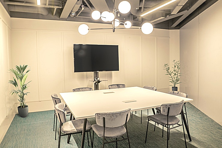 Meeting Rooms **For a spacious creative Space in London, hire the Meeting Rooms at Hubhub.**  HubHub London is a combination of a coworking community of startups, innovators, freelancers and corporations, with an open Space environment and private offices, as well as an event space for up to 125 attendees.  All meeting rooms are equipped with LCD screen and offer an ideal and private environment for meetings and discussions.  The meeting rooms have different room size for up to  6, 8 and 10 people and are also ideal for workshops, training days, product launches, conferences, hackathons, and corporate social events.