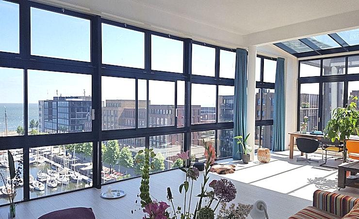 Room with a View **Penthouse Amsterdam is een prachtige evenementenlocatie voor uw volgende privé-evenement.**  Penthouse Amsterdam is enkel voor speciale gelegenheden. We openen onze plek voor bedrijven die van de