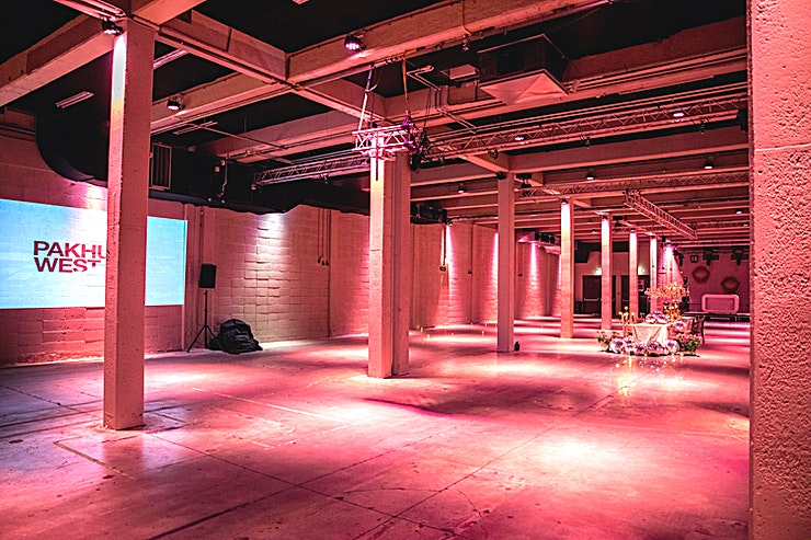 Grote Zaal The pride of Pakhuis West is the Grote Zaal. The combination of industrial elements, the concrete surface and high pillars provide an impressive appearance. The modern facilities in the field of light, sound, video and hospitality provide an unprecedented variety of possibilities.
