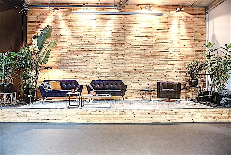 The Warehouse ** The Warehouse bij Wicked Grounds is een open en inspirerende vergaderruimte te huur in Amsterdam.**  Je zult weinig zoveel creatieve vrijheid, uitdaging en mogelijkheden vinden als bij The Warehouse. De hoge lichte ruimte, de grote ramen, de industriële bar en de tropische sferen doen je de buitenwereld vergeten. The Warehouse daagt je uit om buiten de lijntjes te denken.   Wicked Grounds beschikt over ruimtes voor bedrijfsevenementen in Amsterdam en Rotterdam, denk hierbij aan vergaderingen, workshops en andere vormen van zakelijke evenementen.   De locaties zijn ruimtes met een buitengewone ervaring; zet je dagelijkse zorgen van je af in een de stijlvolle inrichting, met zorgzame gastvrijheid en de juiste energie. Dit zijn ruimtes waar creativiteit bloeit en barrières worden doorbroken.    Wicked Grounds is innovatief, inspirerend en verbindend. Wicked Grounds streeft ernaar om constant een uitstekende service te leveren die de verwachtingen overtreft.