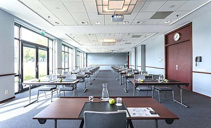 Meeting Room 1+2 As well as business as leisure guests, experience in the 4-star hotel a luxurious ambiance best described as casual, comfortable and efficient. Courtyard hotel has 260 modern rooms equipped with air conditioning, complimentary Wi-Fi, Smart Tv's with Chromecast streaming (for wireless streaming) and spacious bathrooms. Furthermore there are 10 multipurpose meeting rooms, among which an auditorium with a capacity till 330 persons. Each meeting room is equipped with whitewalls, Click share system and Marriott's Meeting Service App.