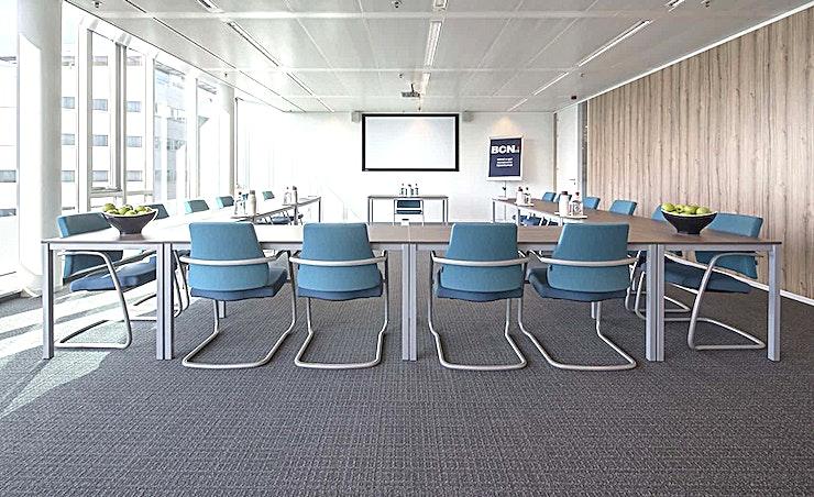 Room 5.09 **Room 5.09 is een van de fantastische vergaderlocaties van BCN in Amsterdam. **  Een training locatie vlak naast Amsterdam Bijlmer-Arena station. BCN Amsterdam Arena is een vijf-minuten loopafstand van Amsterdam Bijlmer-Arena station en dichtbij de snelwegen rond de stad. Er is ook voldoende (betaalde) parkeergelegenheid in de omgeving. Dit maakt de locatie goed bereikbaar.   Trainingslocatie BCN Amsterdam Arena heeft 34 multifunctionele, moderne en stijlvol ingerichte kamers, met ruime koffielounges en een eigen restaurant voor lunch en diner. Het restaurant heeft meer dan 200 zitplaatsen. Alle kamers zijn uitgerust met een climate control systeem. Hiermee kunt u eenvoudig de gewenste temperatuur instellen. Daarnaast is er hoge kwaliteit verlichting in alle kamers die zich automatisch aanpassen aan de hoeveelheid daglicht.    Bovendien zijn ze uitgerust met gratis glasvezel internet en Wi-Fi, projector en projectiescherm, white- en flipboard, geïntegreerd geluidssysteem voor presentaties. comfortabele training zetels en water (met of zonder koolzuur), waardoor dit een geweldige multi-functionele ruimte is voor u.