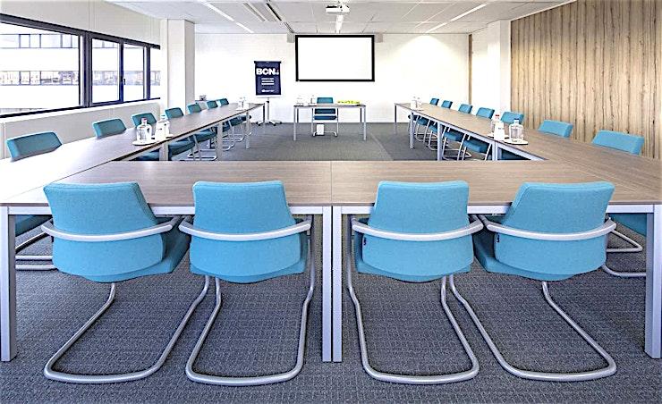 Room 4.09 **Room 4.09 is een vergaderlocatie in Amsterdam die aan al uw eisen voldoet. **  Een training locatie vlak naast Amsterdam Bijlmer-Arena station. BCN Amsterdam Arena is een vijf-minuten loopafstand van Amsterdam Bijlmer-Arena station en dichtbij de snelwegen rond de stad. Er is ook voldoende (betaalde) parkeergelegenheid in de omgeving. Dit maakt de locatie goed bereikbaar.   Trainingslocatie BCN Amsterdam Arena heeft 34 multifunctionele, moderne en stijlvol ingerichte kamers, met ruime koffielounges en een eigen restaurant voor lunch en diner. Het restaurant heeft meer dan 200 zitplaatsen. Alle kamers zijn uitgerust met een climate control systeem. Hiermee kunt u eenvoudig de gewenste temperatuur instellen. Daarnaast is er hoge kwaliteit verlichting in alle kamers die zich automatisch aanpassen aan de hoeveelheid daglicht.    Bovendien zijn ze uitgerust met gratis glasvezel internet en Wi-Fi, projector en projectiescherm, white- en flipboard, geïntegreerd geluidssysteem voor presentaties. comfortabele training zetels en water (met of zonder koolzuur), waardoor dit een geweldige multi-functionele ruimte is voor u.