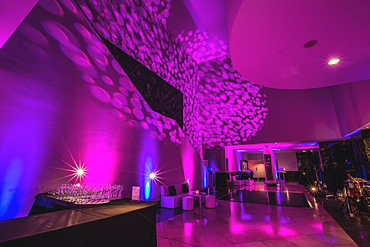 Annenberg Court **Annenberg Court at The National Gallery is a unique event Space for hire in central London.**  Accessed by the Getty Entrance and located just off Central Hall, the Annenberg Court is the blank canvas of the National Gallery.   It is perfect for press or product launches and can be dressed to suit your event. It also has fantastic access to the permanent collection so is in the perfect location to run tours around the permanent collection.   This Space can accommodate up to 300 Guests for a standing reception.