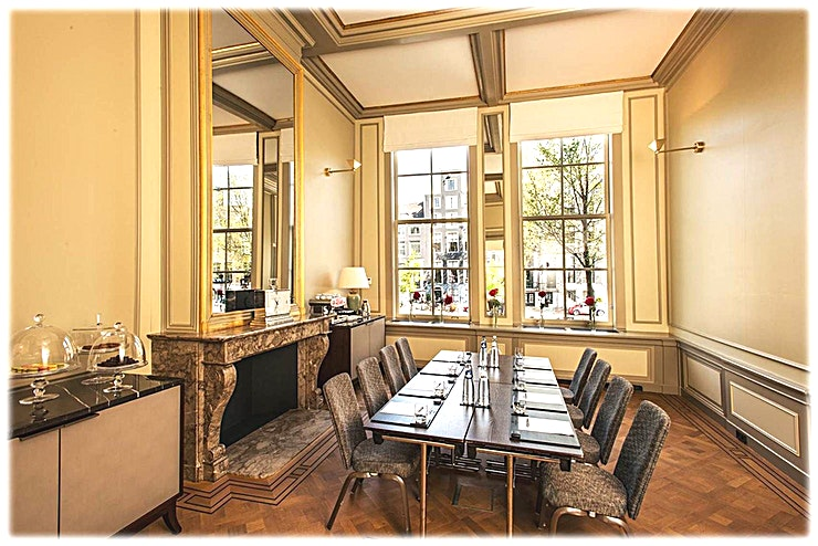 Sautijn **Sautijn van Waldorf Astoria Amsterdam is een multi-functionele vergaderzaal te huur in Amsterdam.**  Geniet van een keuze uit zeven exclusieve vergaderlocaties op deze onvergetelijke bestemming. Alle zeven zalen zijn gunstig gelegen aan de lobby met uitzicht op de gracht of de tuin en zijn ideaal voor conferenties, recepties en zakelijke bijeenkomsten. Elke ruimte heeft een kenmerkend decor en is een weerspiegeling van het rijke erfgoed van de zes grachtpanden waarin het Waldorf Astoria Amsterdam is gehuisvest.