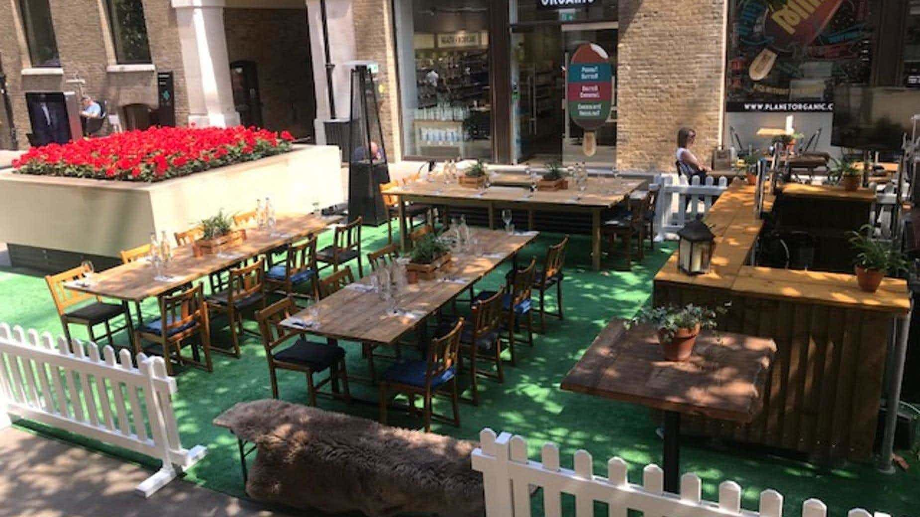 Restaurant & Bar, Mac and Wild City