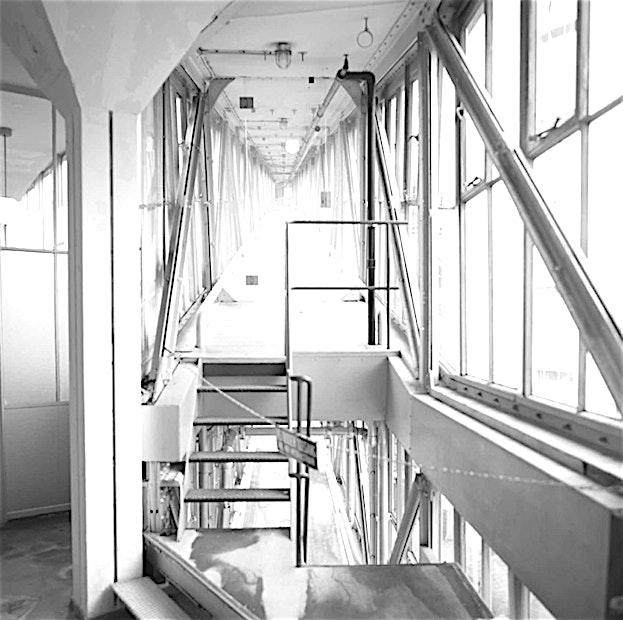 Room 0.06 **Room 0.06 is een trendy vergaderlocatie in Rotterdam.**  De kantoren van Offices For You zijn nu open in Rotterdam. Om te groeien heb je zonlicht en een open ruimte nodig. Dat is de reden waarom de vergaderzalen van Offices For You zo sfeervol ingericht zijn.  Hier vindt u smaakvol interieur met meubilair van de beste ontwerpers. Hier kunt u mensen ontmoeten en uiteindelijk samen groeien. Deze ruimte is volledig uitgerust met 24/7 Office Access en Wi-Fi zodat u een productieve en innovatieve vergadering kan hebben op elk moment van de dag.