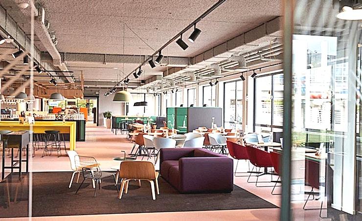 Middle Room 2 **Aristo's Middle Room 2 is de ideale ruimte voor uw volgende vergadering in Amsterdam.**  Aristo Amsterdam is een van de beste locaties voor vergaderingen, trainingen, workshops en conferenties. Het