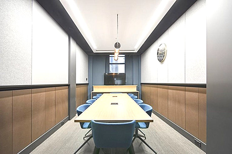 Glaze **Glaze at China Works is a 10 person meeting room for hire in Vauxhall.**