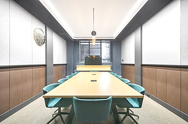 Smash **Smash at China Works is a modern, 12 person meeting room for hire in Vauxhall.**