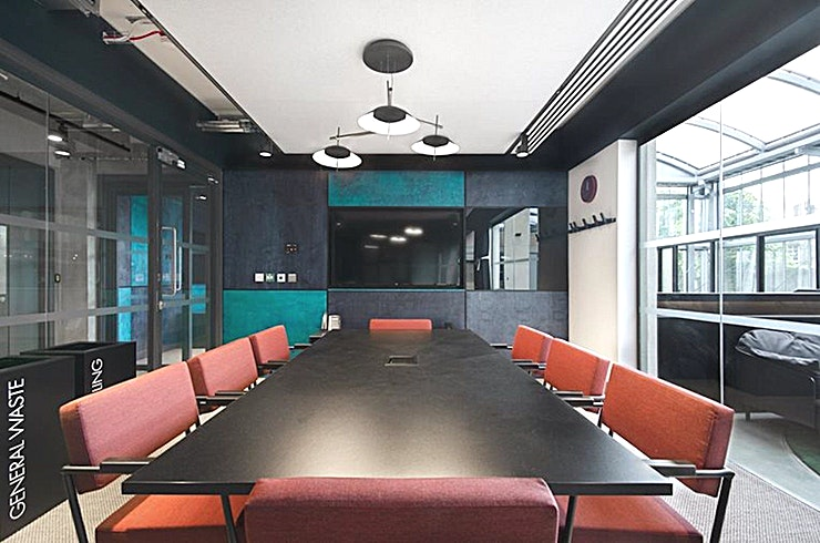 Dexter **Dexter at Edinburgh House is an 8 person meeting room for hire in Kennington.**  Stylishly appointed in its sleek lines and integrated technology, bringing the outside world in, Dexter is the perfect mix of a modern and natural setting to host your next strategy session for up to 8 people.