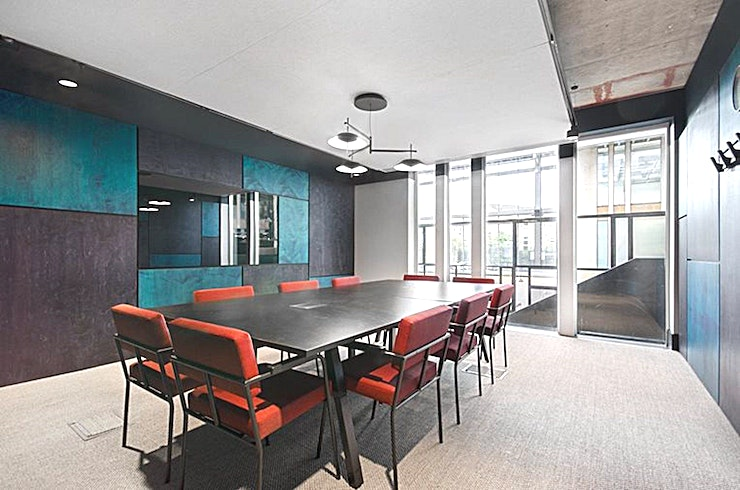 Expert **Expert at Edinburgh House is a 10 person meeting room in Kennington ready for your next meeting.**  Expertly deliver your pitch with a commanding meeting Space that takes advantage of the presence of natural light offered from the dominating central atrium, while imposing its own natural style.   This room is fitted out with the latest connectivity technology and seamlessly fitted LED screen and writeable presentation panels to ensure that your meeting runs smoothly.