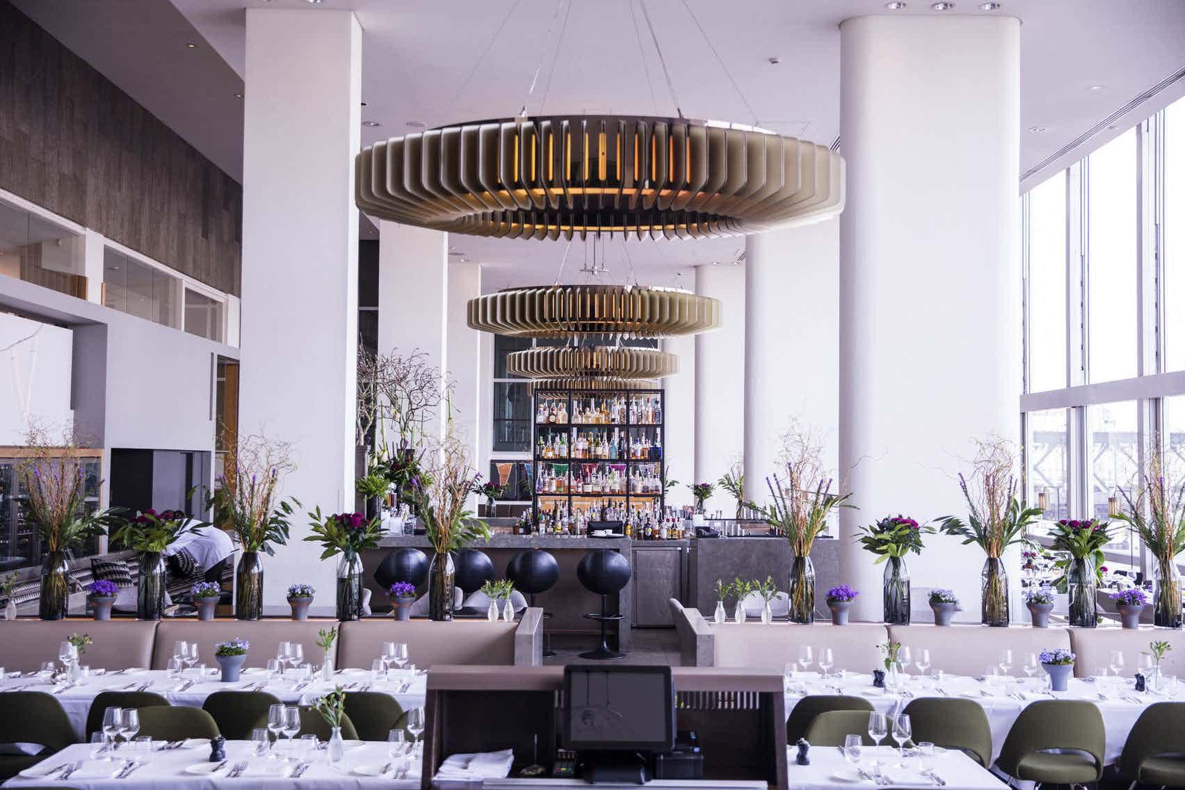 Restaurant, Skylon