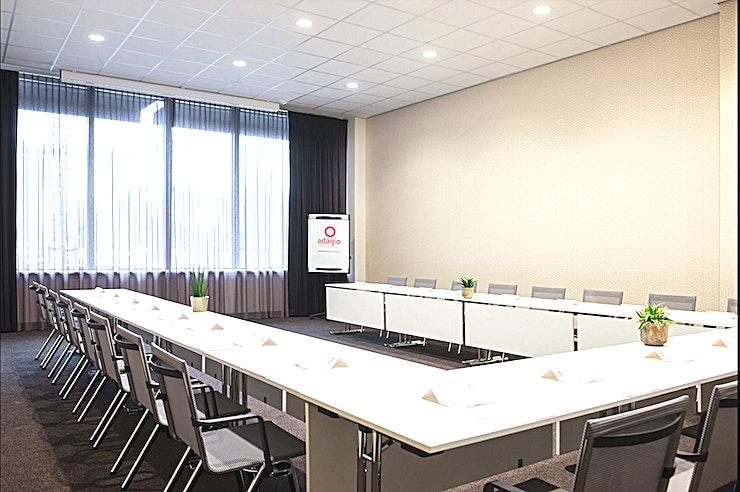 Bavinck 3 **Dankzij de uitstekende locatie en prachtige omgeving is Balvinck 3 van Adagio Amsterdam City South de perfecte vergaderlocatie in Amstelveen.**  Het nieuwe Adagio Amsterdam City South verwelkomt u