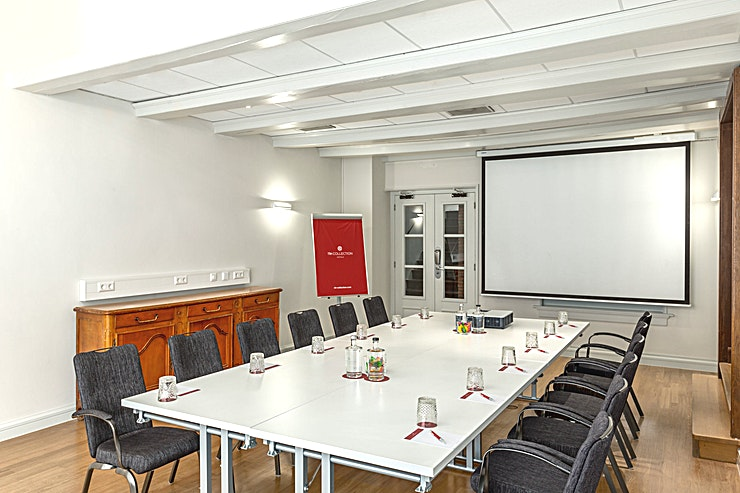 Ferdinand Room 3 Ferdinard Bol Room 2 is 1 out of 4 meeting rooms which can be combined all together. This meeting room is 43m2 and has a ceiling height of 2.90 meters. You can host up to 35 people.  The meeting room is equipped with air conditioning, free Wi-Fi, a carpetted floor, high quality furniture, high speed internet and has variable light and variable walls.  Feel Safe at NH: NH Hotel Group launched Feel Safe at NH in collaboration with the SGS. As part of this, 10 protocols have been established for the safety of guests, participants and employees. With this, we guarantee that you can organize your meeting or event in all health and safety. Our F&B services are also adapted to the current situation.  The loaded meeting room capacity is the standard one. In case that any COVID restriction or regulation applies to your request, the selected hotel will apply the corresponding restrictions during the quotation process. Based on destination, size and date of the event.