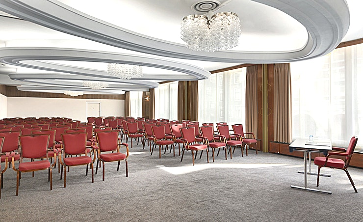 Saskia Room **Meeting room Saskia is a modern and well-equipped business room where you can organize medium-sized meetings. You can host up to 100 people. The total surface is 60m2 and the ceiling height is 2.60m2. The room is equipped with free Wi-Fi, air conditioning, a projector, presentation case and a carpeted floor. Additionally, the room is wheelchair accessible and has lots of daylight.**  **About NH Caransa:** The hotel is located in the city center on one of the most famous squares of Amsterdam, Rembrandtplein, and close to restaurants, shops and sightseeing. It's the perfect venue to combine business with leisure. The hotel has 66 spacious hotel rooms and 4 modern meeting spaces. In the summer you can relax on the outdoor terrace. Thanks to its location, the hotel is easily accessible by public transport.  **Feel Safe at NH:** NH Hotel Group launched Feel Safe at NH in collaboration with the SGS. As part of this, 10 protocols have been established for the safety of guests, participants and employees. With this, we guarantee that you can organize your meeting or event in a safe and secure environment. The F&B services are also adapted to the current situation.  The meeting room capacity advertised is the standard one. In case that any COVID restriction or regulation apply, the selected hotel will apply the corresponding restrictions during the quotation process. Based on destination, size and date of the event.