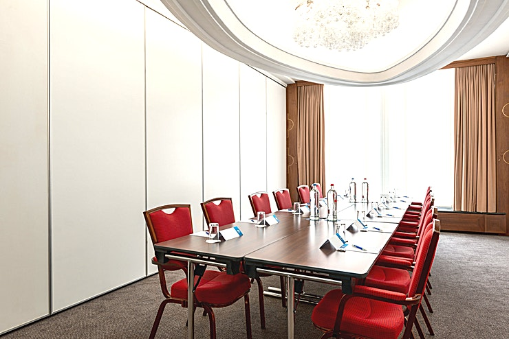 Titus Meeting room Titus is a modern and well-equipped business room where you can organize smaller-sized meetings. You can host up to 50 people. It's ideal for all types of small meetings, from a training to a presentation. The total surface is 30m2 and the ceiling height is 2.60m2. The room is equipped with free Wi-Fi, air conditioning, a projector, presentation case and a carpeted floor. Additionally, the room is wheelchair accessible and it has lots of daylight.   About NH Caransa: The hotel is located in the city center on one of the most famous squares of Amsterdam, Rembrandtplein, and close to restaurants, shops and sightseeing. It's the perfect venue to combine business with leisure. It has 66 spacious hotel rooms at her disposal and 4 modern meeting spaces. In the summer you can relax on our outdoor terrace. Thanks to its location, the hotel is easy accessible by public transport.  Feel Safe at NH: NH Hotel Group launched Feel Safe at NH in collaboration with the SGS. As part of this, 10 protocols have been established for the safety of guests, participants and employees. With this, we guarantee that you can organize your meeting or event in all health and safety. Our F&B services are also adapted to the current situation.  The loaded meeting room capacity is the standard one. In case that any COVID restriction or regulation applies to your request, the selected hotel will apply the corresponding restrictions during the quotation process. Based on destination, size and date of the event.