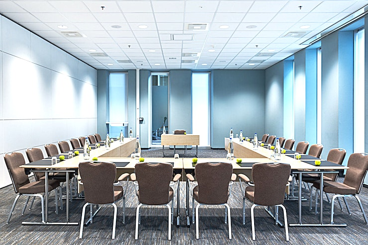 Amsterdam 2 The Amsterdam 2 is of the four Amsterdam meeting rooms and one off the 14 meeting rooms in total. These Amsterdam Meeting rooms can also be combined and the area will be 299 square meters.  The surfac